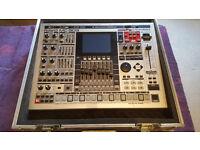 Roland MC-909 Sampling Groovebox (with flightcase)