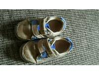 Clarks boys shoes size 41/2 e.