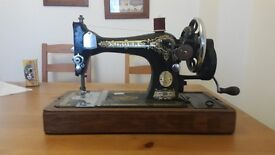 Vintage SINGER sewing machine 28k With Case & Accessories 1924