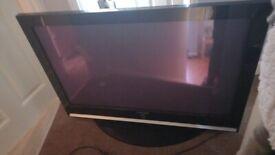 3 flat screen tvs