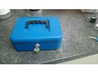 Lockable cashbox