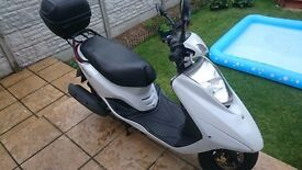 YAMAHA XC 125 E VITY 2012 WHITE , SCOOTER , LOW MILEAGE , VERY GOOD CONDITION