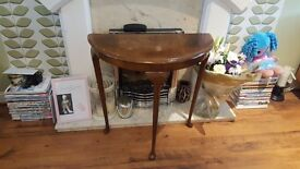Vintage Retro Style Side Table Bedside Table Hall Table Pie Queen Anne Style Legs