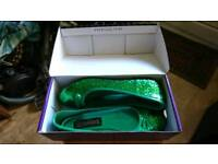 Teen/women's size 7 sparkly green funtasma shoes brand new