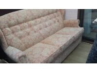 Lovely small 3 seeter settee in great condition - pale pink/cream material