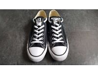 *LIKE NEW* Converse Unisex All Star Low Canvas Size 7.5 Black and White