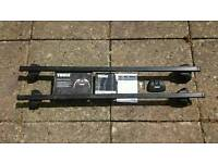 Thule roof bar set Ford cmax 03-10 or Focus