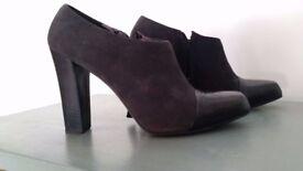 Shoe boots size 3.5
