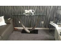 Lovely modern/stylish glass/side table