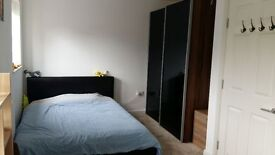 Clean Double Room in Lovely Family Home