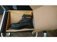 Mens size 10 heavy duty steel toe cap work boots