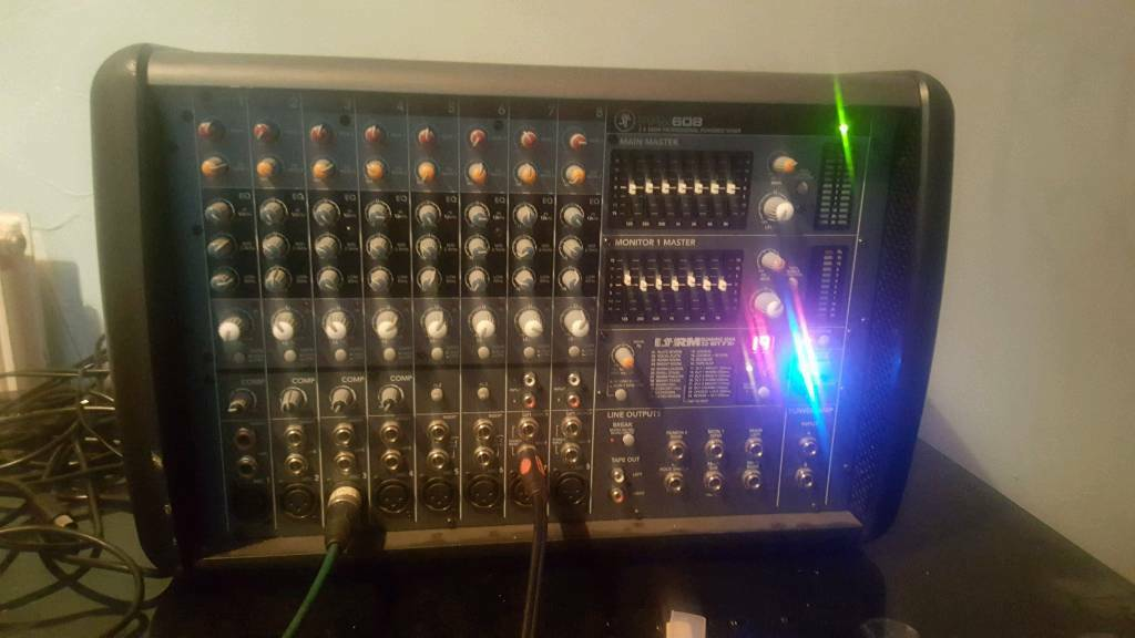 Mackie 608 power mixer 1000watt