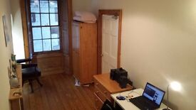 Double Room in large flat near George Street available to rent