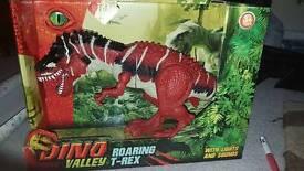 Dino Valley roaring T-Rex