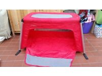 Phil & Ted's Traveller travel cot in red