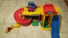 Fisher Price Toy Garage with 2 cars/mechanics