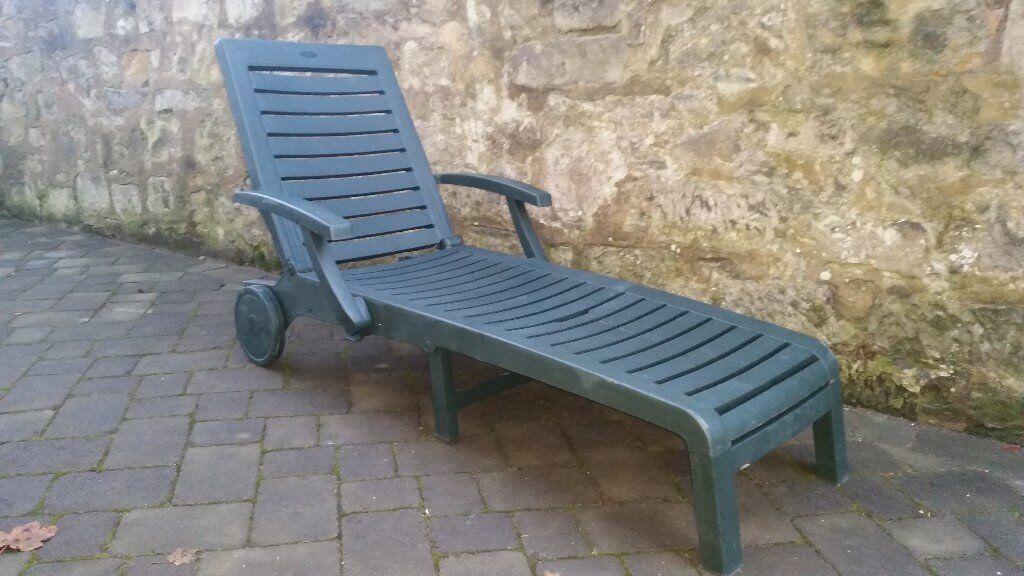 garden furniture two recliners and a sun - Garden Furniture Kidderminster