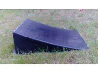 outdoor skate ramp £10
