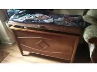 Beautiful solid oak original bedding box