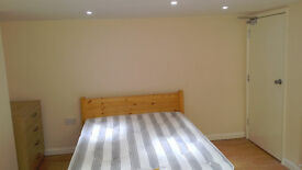 LARGE Double bedroom, private bathroom, Refurbished, Bullingdon Road, includingbills. 5mins centre
