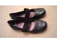 Ladies CLARKS Black Shoes size 5