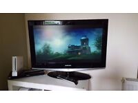 """32"""" Samsung TV with remote and power lead. Full working order."""