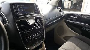 2014 Chrysler Town & Country DUAL AIR/HEAT-BACK UP CAMERA-PWR LI Windsor Region Ontario image 12