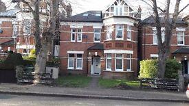 THREE DOUBLE BED ROOM FLAT BALHAM LONDON SW12 -100' Garden- 10 mins walk tube/mainline(Balham)