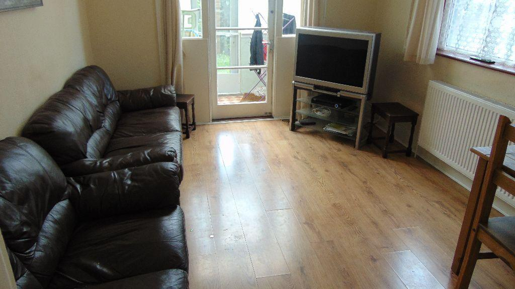 QUALITY 4 BED STUDENT PROPERTY TO LET 01.09.2017 MOV E IN