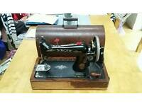Singer Vintage Collectable Sewing Machine & Carry Case