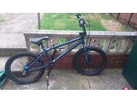 Mongoose bmx boys bike hardly used with stunt pegs