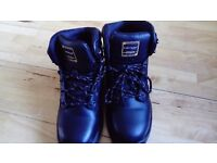 Steel toe cap boots hardly worn size 8, black in colour