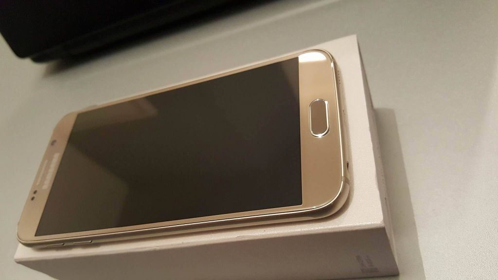 SAMSUNG GALAXY S6 GOLD 32GB,FACTORY UNLOCKED,VERY GOOD CONDITION,BOXED AS NEWin Eccles, ManchesterGumtree - HERE I AM SELLING A SAMSUNG GALAXY S6 32GB IN GOLD FACTORY UNLOCKED IN MINT CONDITION LIKE NEW COMES WITH ORIGINAL USB HEADPHONES CHARGER PLUG AND BOX CASH ON COLLECTION CAN DELIVER AT FUEL COST