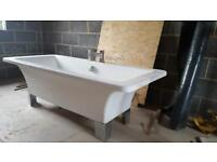 Free standing large bath