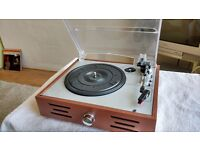 RECORD PLAYER WITH BUILT IN SPEAKERS 3 SPEEDS