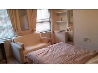 A large double bedroom in excellent location