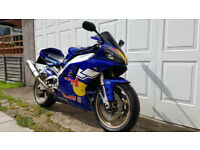 Yamaha R1 2000 Red Bull