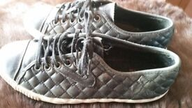 TRETORN WAS 90 ONLY 14 SIE UK 5 LEATHER AMAZING CONDITIONS