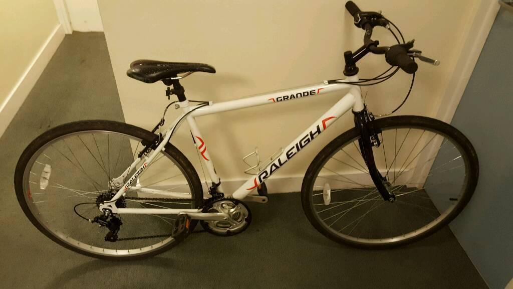 Raleigh Grande Hybrid Bicycle Free Helmet Pump And Light In