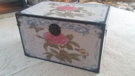 BEAUTIFUL GIANT STORAGE BOX / CHEST - EXCELLENT CONDITION!