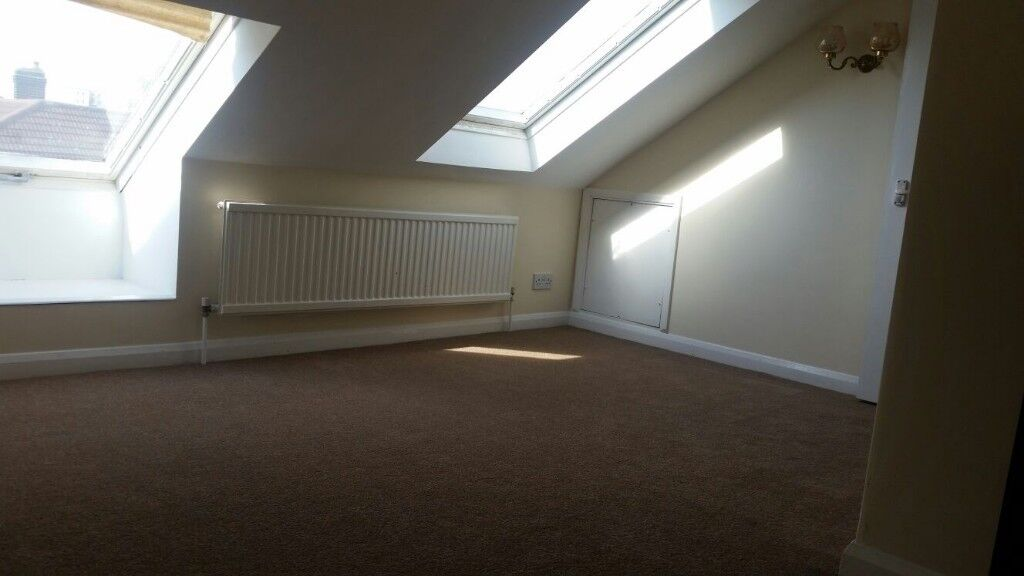 Double Room to Rent in Shared House Near Dagenham East Station, RM10
