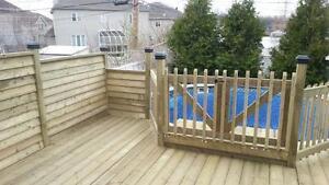 Terrasse,deck,balcon et clôture en bois traité.