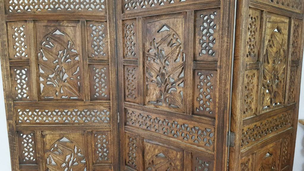 VINTAGE HEAVY WOODEN HAND CARVED INDIANMOROCCAN ROOM DIVIDER