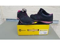 Womens Steel Toe Capped Safety Shoes (size 7)