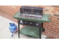Gas barbeque including gas tank