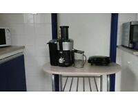 Whole fruit juicer nearly new with recipe book. And sandwich maker
