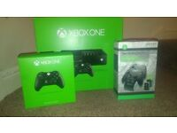 Xbox one 500 gb plus two official controllers and 2 rechargablle battery packs