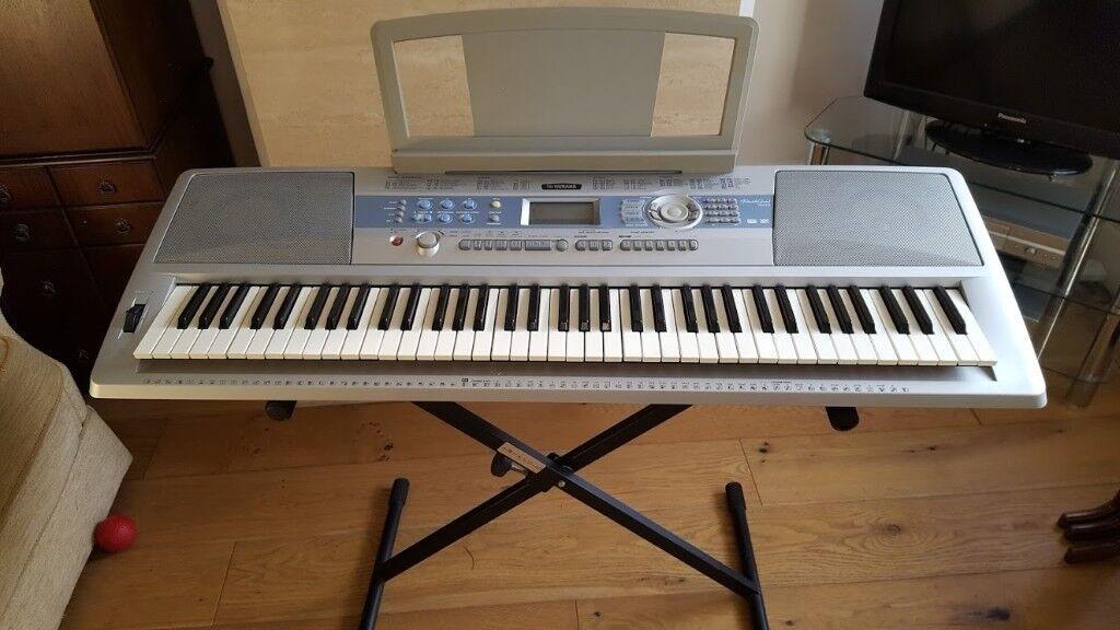 Yamaha DGX 200 keyboard and stand