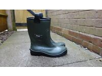 Mens size 11 hoggs of fife aqua tuff safety work rigger boots