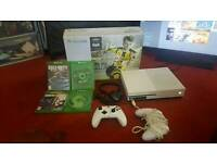 Xbox 1s Go,2 Pads, 2 Rechargable Battery packs, Headset, 4 Disc Games. All Wires Included.